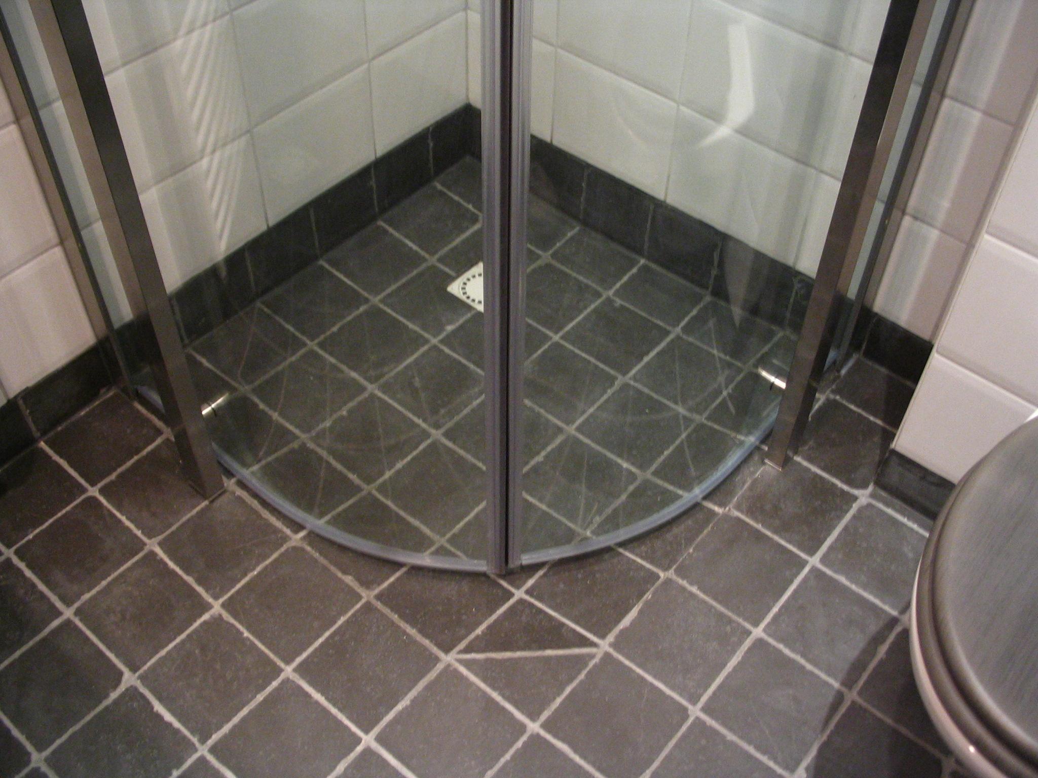 Kleine functionele badkamer klusbedrijf enschede beterbert - Functionele badkamer ...